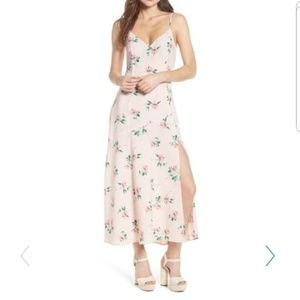 💛 NWT Floral Midi Dress With Side Slit